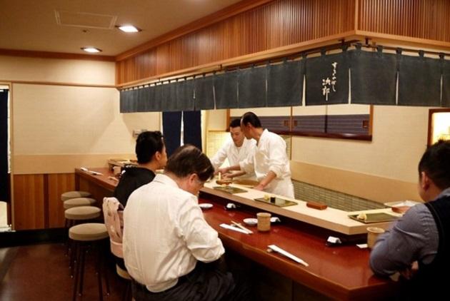 Đắm chìm trong những nhà hàng sushi nổi tiếng Tokyo